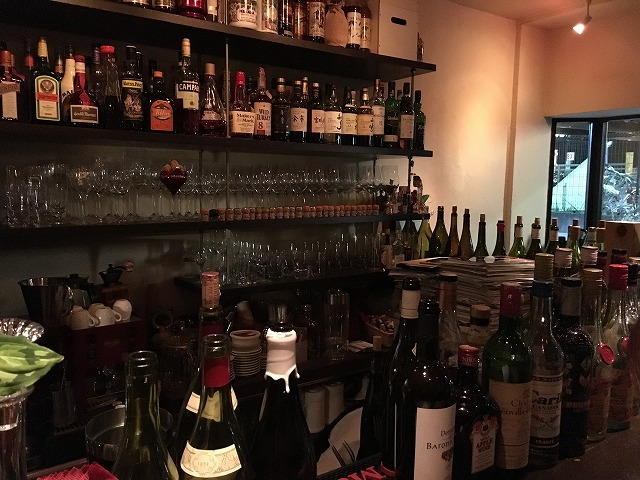 美味しいワインと本格的で豊富な料理を楽しめるバー【ル サンセール】