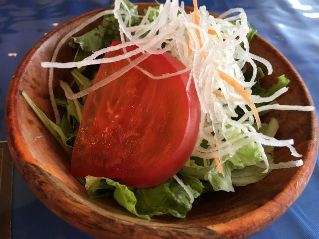 サラダはボリュームがすごい