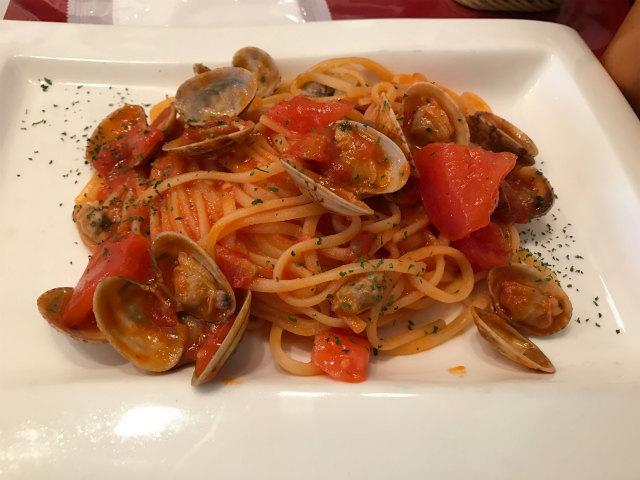 アサリのボンゴレ、トマト