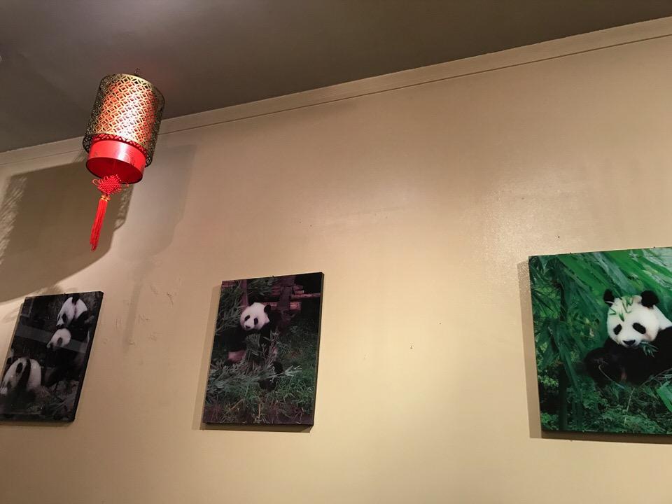壁にはパンダの写真